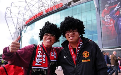 "Two typical ""buzzin', mad for it"" Man U fans"