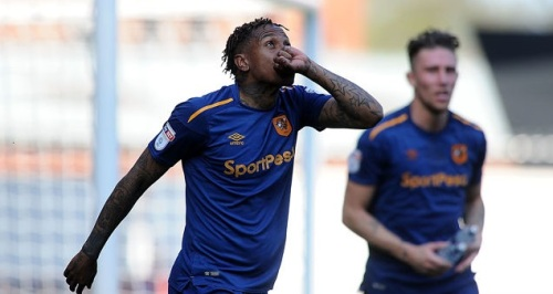 abel_hernandez_of_hull_cityl_celebrates_as_he_scores_his_sides_f_763842